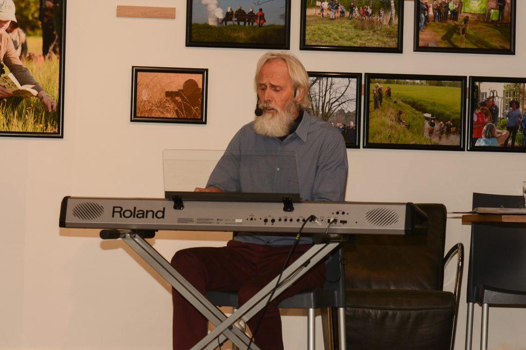 Charel Huet opende zijn tentoonstelling met ...muziek!