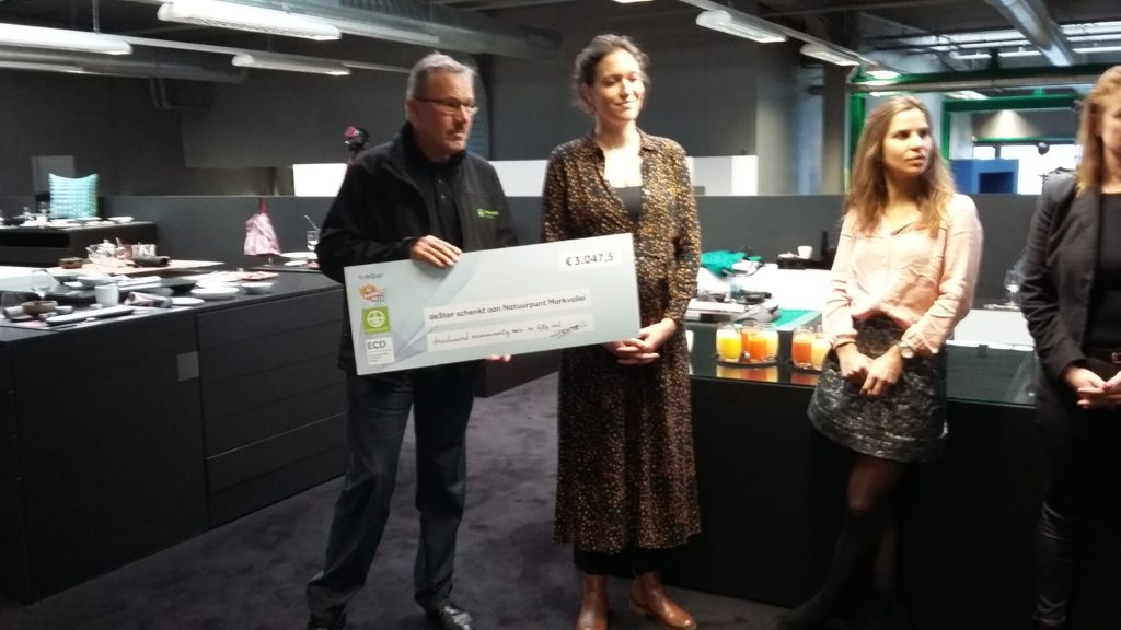 Secretaris Peter Smittenaar ontving de cheque namens Natuurpunt Markvallei